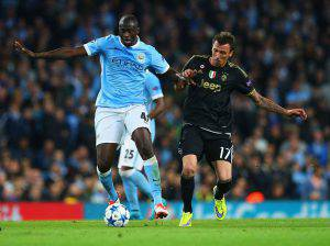 MANCHESTER, ENGLAND - SEPTEMBER 15:  Yaya Toure of Manchester City holds off Mario Mandzukic of Juventus during the  UEFA Champions League Group D match between Manchester City FC and Juventus at the Etihad Stadium on September 15, 2015 in Manchester, United Kingdom.  (Photo by Alex Livesey/Getty Images)