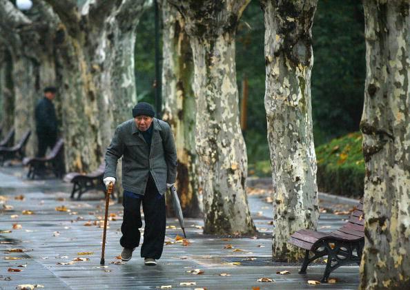 Anziano pedone (LIU JIN/AFP/Getty Images)
