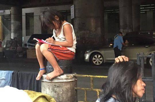 Bambina filippina (Foto Facebook)