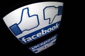 "The ""Facebook"" logo is seen on a tablet screen on December 4, 2012 in Paris. AFP PHOTO / LIONEL BONAVENTURE (Photo credit should read LIONEL BONAVENTURE/AFP/Getty Images)"