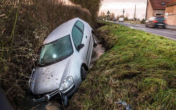 Auto nel canale, muoiono due giovanissimi