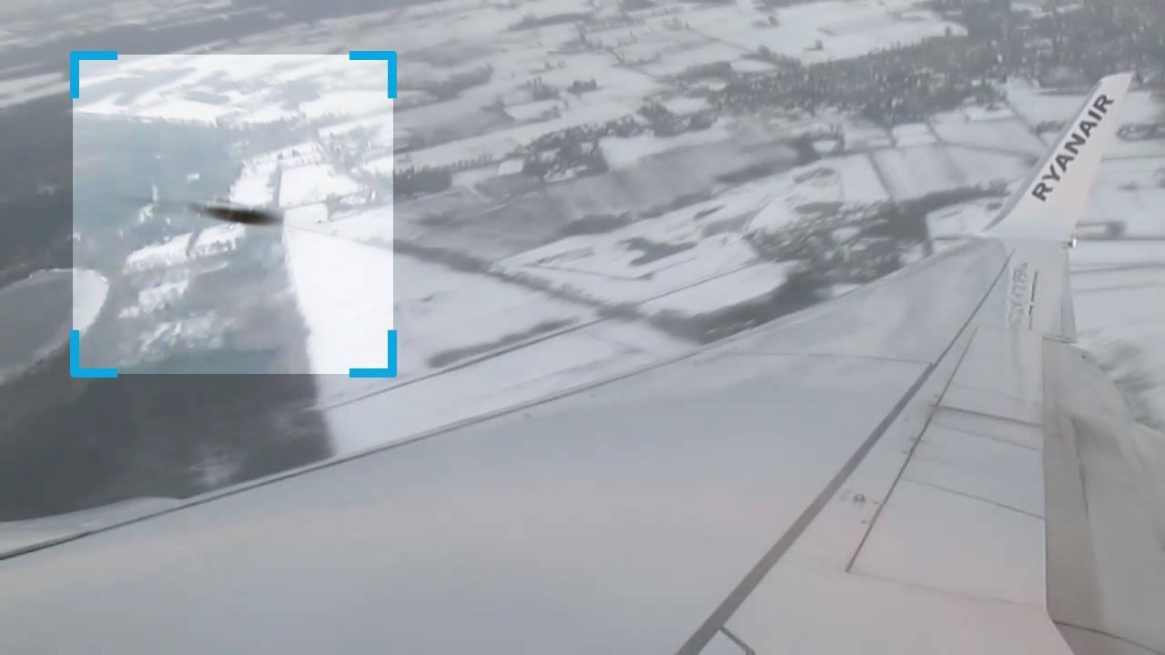 Un UFO sfiora l'aereo Ryanair: il VIDEO di un passeggero