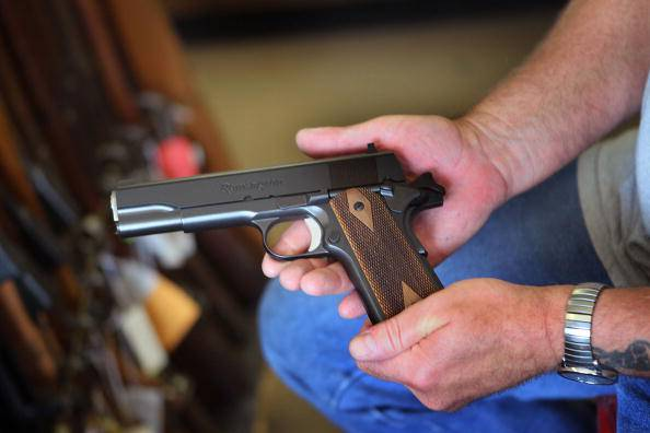 Pistola (Scott Olson/Getty Images)