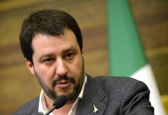 "Salvini al Cara di Mineo: ""La Merkel ci prende in giro"""