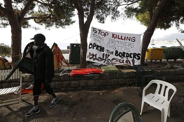 Ventimiglia, migranti alla frontiera (VALERY HACHE/AFP/Getty Images)