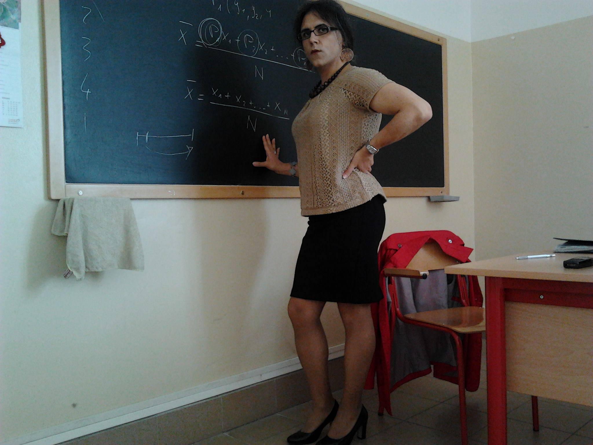 Udine, il prof è un transessuale: genitori in rivolta VIDEO