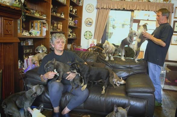 Lynn Everett col marito e i loro cani (foto dal web)