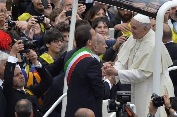 """Marino """"sgrida"""" Papa Francesco e annuncia: """"Parto per New York"""""""