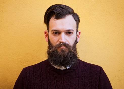 Avete la barba? Tradite di più: lo dice la scienza