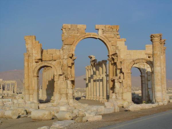 Scempio Isis, distrutto l'arco di trionfo romano a Palmira