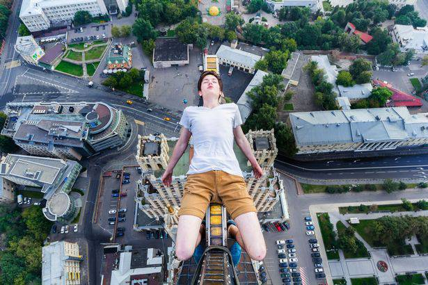 alexey Mosca foto grattacielo corda