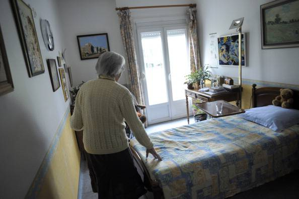 Anziana in casa (SEBASTIEN BOZON/AFP/Getty Images)