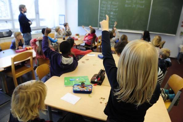 """La maestra contro gli alunni stranieri: """"Branco di scimmie"""""""