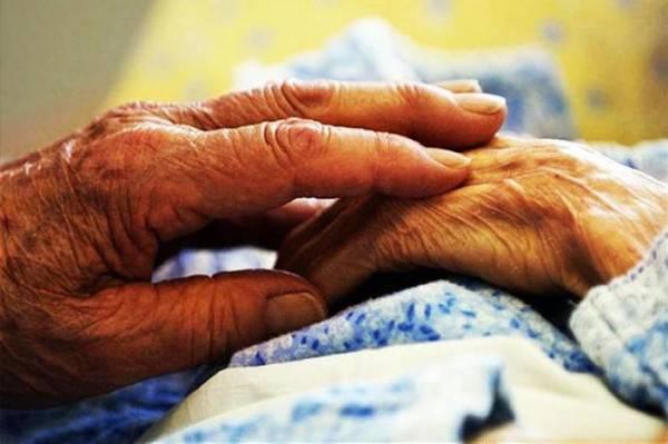 Lei ha un infarto, lui non regge al dolore e muoiono insieme
