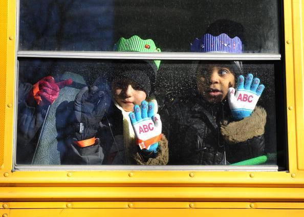 Bambina di tre anni dimenticata sullo scuolabus