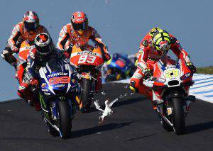 A seagull flies in front of Repsol Honda rider Marc Marquez (C) and Movitar Yamaha rider Jorge Lorenzo of Spain after smashing into Ducati rider Andrea Iannone of Italy on the opening lap of the MotoGP Australian Grand Prix at Phillip Island on October 18, 2015. IMAGE STRICTLY RESTRICTED TO EDITORIAL USE - STRICTLY NO COMMERCIAL USE AFP PHOTO/Paul Crock (Photo credit should read PAUL CROCK/AFP/Getty Images)