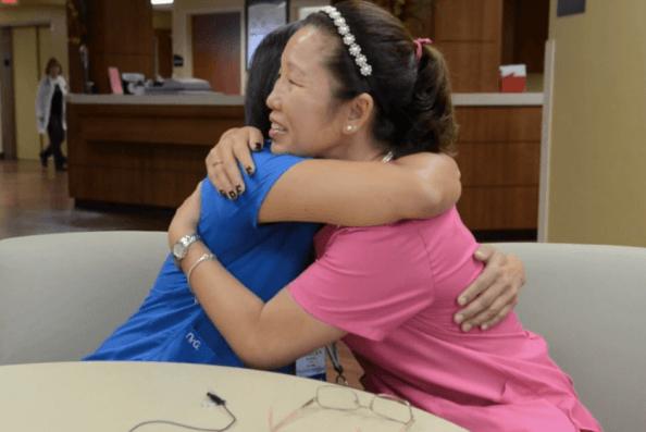Si trovano dopo 40 anni e scoprono di essere sorelle VIDEO