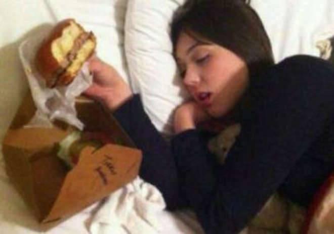 """""""Mia sorella è vegana. Sarà confusa quando si sveglierà"""": lo scherzo diventa virale -FOTO"""