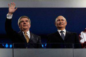 Thomas Bach, Presidente del CIO e Vladimir Putin (Photo by Pascal Le Segretain/Getty Images)