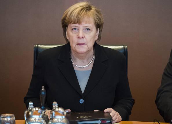 La Merkel cambia idea sui siriani e li rispedisce indietro
