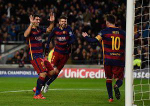 BARCELONA, SPAIN - NOVEMBER 24:  Gerard Pique (C) of Barcelona celebrates scoring his teams fourth goal with Luis Suarez (L) and Lionel Messi during the UEFA Champions League Group E match between FC Barcelona and AS Roma at Camp Nou on November 24, 2015 in Barcelona, Spain.  (Photo by David Ramos/Getty Images)