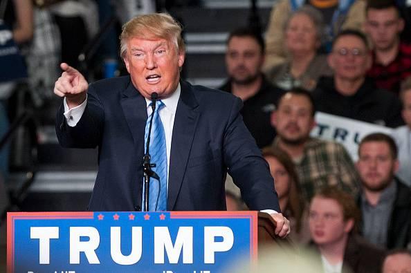 Primarie USA: Trump scimmiotta reporter disabile – VIDEO