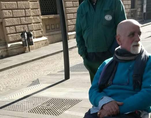 Addio a Gennaro Manzoeto, storico giornalaio napoletano
