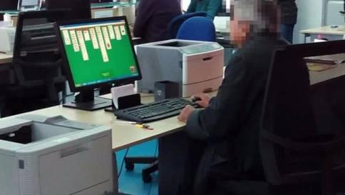 Impiegato gioca al PC fonte TGcom24