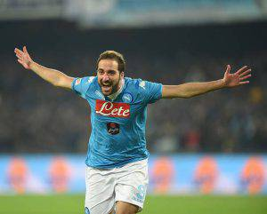 NAPLES, ITALY - NOVEMBER 30:  Gonzalo Higuain of Napoli celebrates after scoring goal 1-0 during the Serie A match between SSC Napoli and FC Internazionale Milano at Stadio San Paolo on November 30, 2015 in Naples, Italy.  (Photo by Francesco Pecoraro/Getty Images)