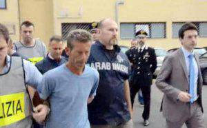 In un fermo immagine tratto da un video della polizia il 19 giugno 2014 le fasi del fermo di Massimo Giuseppe Bossetti, il presunto assassino di Yara Gambirasio.  ANSA/ UFFICIO STAMPA POLIZIA  +++HO - NO SALES - EDITORIAL USE ONLY - NO ARCHIVE+++