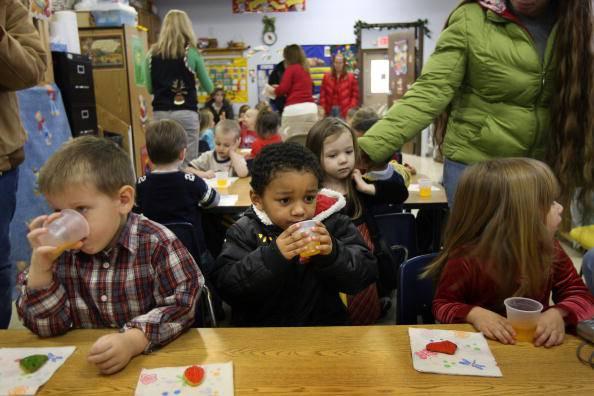 Natale in una scuola (John Moore/Getty Images)
