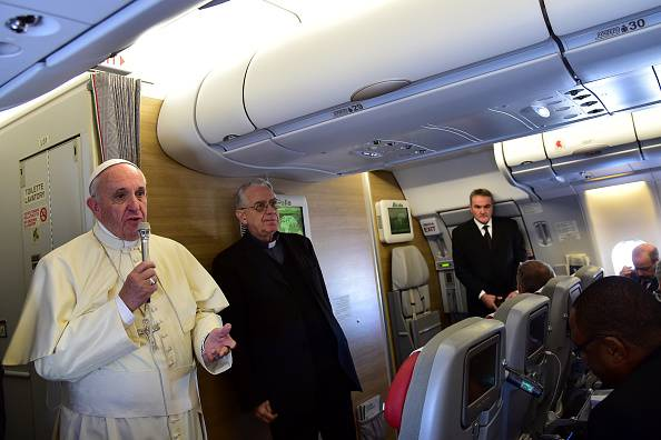 Il Papa in viaggio verso il Kenya (GIUSEPPE CACACE/AFP/Getty Images)