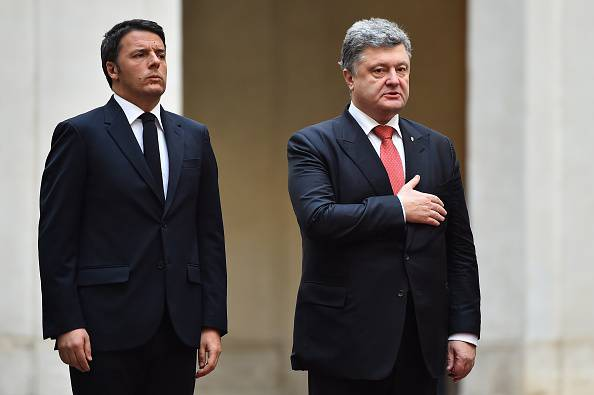 Renzi e Poroshenko (GABRIEL BOUYS/AFP/Getty Images)