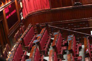 Parlamento vuoto vacanze