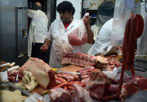 "A butcher cuts beef at a market in Buenos Aires, on October 27, 2015. Sausages, ham and other processed meats cause bowel cancer, and red meat ""probably"" does too, a UN agency warned Monday, in a potentially heavy blow for the fast-growing livestock industry.A review of 800 studies from around the world found ""sufficient evidence in humans that the consumption of processed meat causes colorectal cancer,"" said the International Agency for Research on Cancer (IARC). AFP PHOTO / EITAN ABRAMOVICH (Photo credit should read EITAN ABRAMOVICH/AFP/Getty Images)"