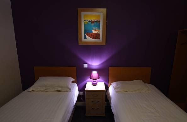 Perché dormire con la luce accesa fa male