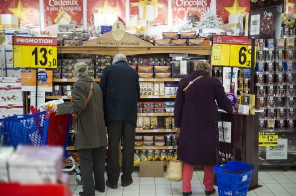 Anziani al supermercato (LIONEL BONAVENTURE/AFP/Getty Images)