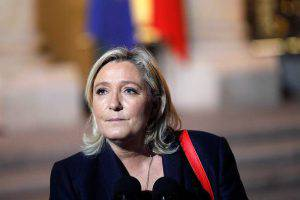 PARIS, FRANCE - NOVEMBER 15: French leader of the French Far-right party Front National (FN) Marine Le Pen arrives at the Elysee Presidential Palace for a meeting with French President Francois Hollande on November 15, 2015 in Paris, France. Francois Hollande meets party leaders today after a series of fatal shootings in Paris on Friday. (Photo by Thierry Chesnot/Getty Images)