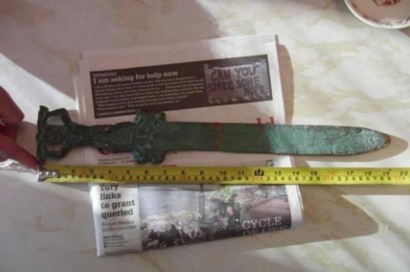 La spada romana rinvenuta sull'isola di Oak (websource)