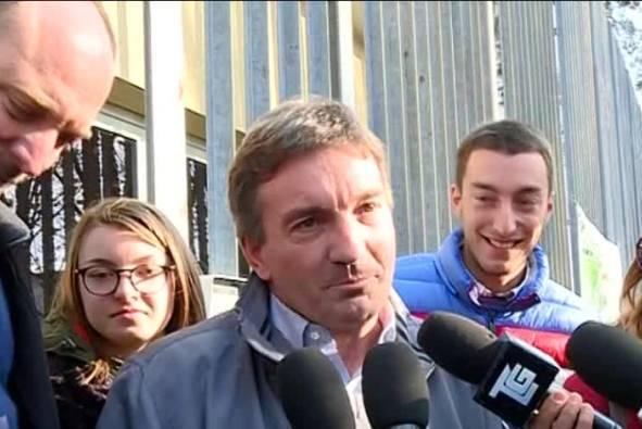 Antonio Monella fuori dal carcere (ritaglio video)