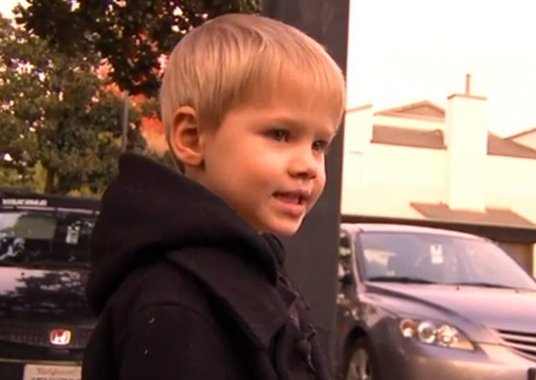 Bimbo di 4 anni lasciato solo al parco, arrestata la madre