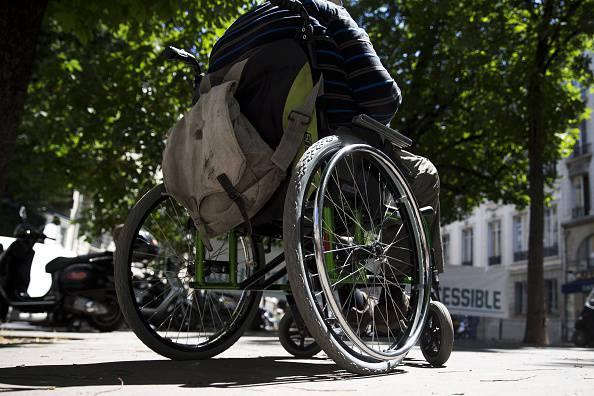 Donano le ferie a un collega per fargli assistere i figli disabili