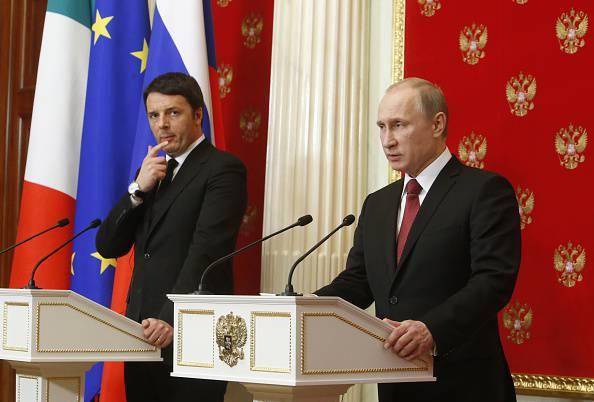 Renzi e Putin (SERGEI KARPUKHIN/AFP/Getty Images)