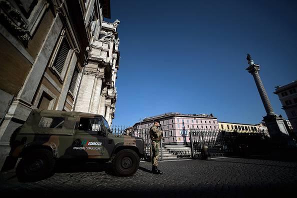 Militari presidiano Santa Maria Maggiore (FILIPPO MONTEFORTE/AFP/Getty Images)