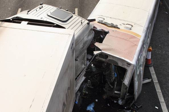 Incidente sulla A1: coinvolto un tir carico di munizioni