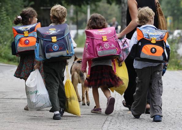 Bambini escono da scuola (Andreas Rentz/Getty Images)