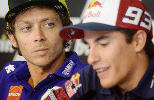 Valentino Rossi e Marc Marquez (Photo credit should read MICHAL CIZEK/AFP/Getty Images)