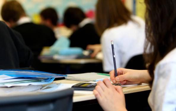 """12enne tenta il suicidio e scrive ai compagni: """"Ora sarete contenti"""""""