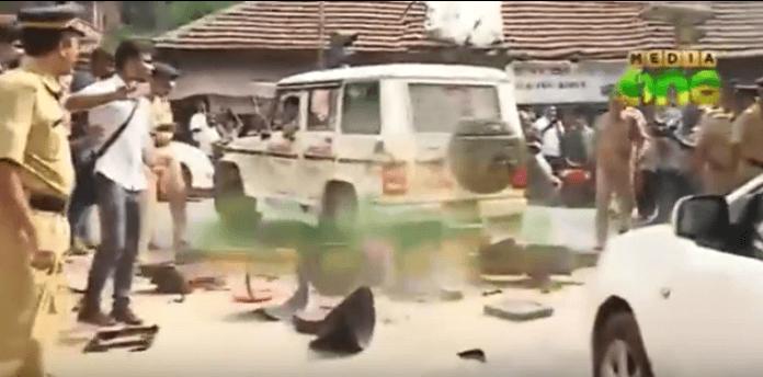 Tragedia sfiorata in India per Ronaldinho, lambito dalla caduta di un semaforo! VIDEO
