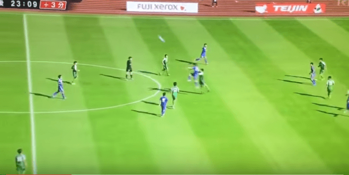 Un gol davvero irreale: è calcio vero o è Playstation? VIDEO